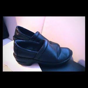 BOC nursing or work shoes pebbled leather